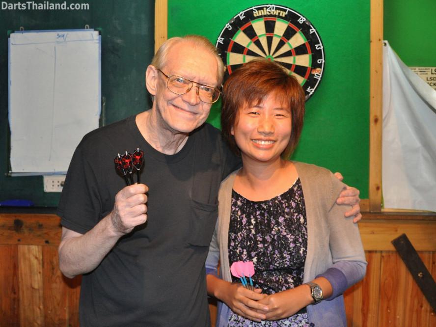 dt1830_cw_pro_joy_darts_knockout_moonshine_sukhumvit_soi_22_bangkok