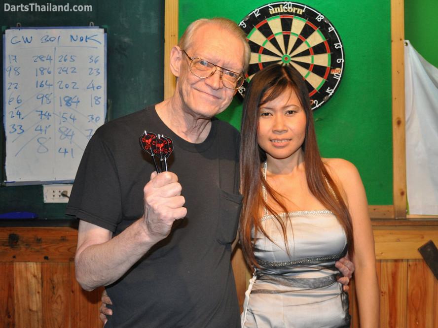 dt1833_cw_pro_nok_darts_knockout_moonshine_sukhumvit_soi_22_bangkok