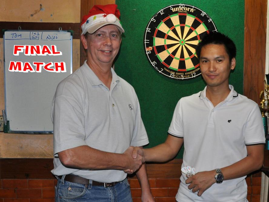 dt1834_tom_nui_darts_knockout_moonshine_sukhumvit_soi_22_bangkok