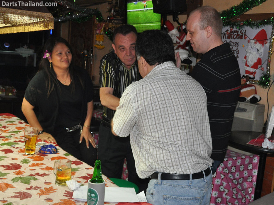 dt1840_wassana_kenny_mitch_keiran_darts_knockout_moonshine_sukhumvit_soi_22_bangkok