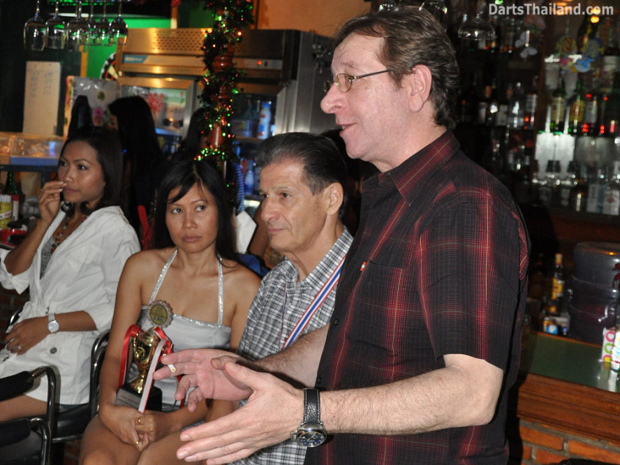 dt1842_nan_nok_jim_jack_darts_knockout_moonshine_sukhumvit_soi_22_bangkok