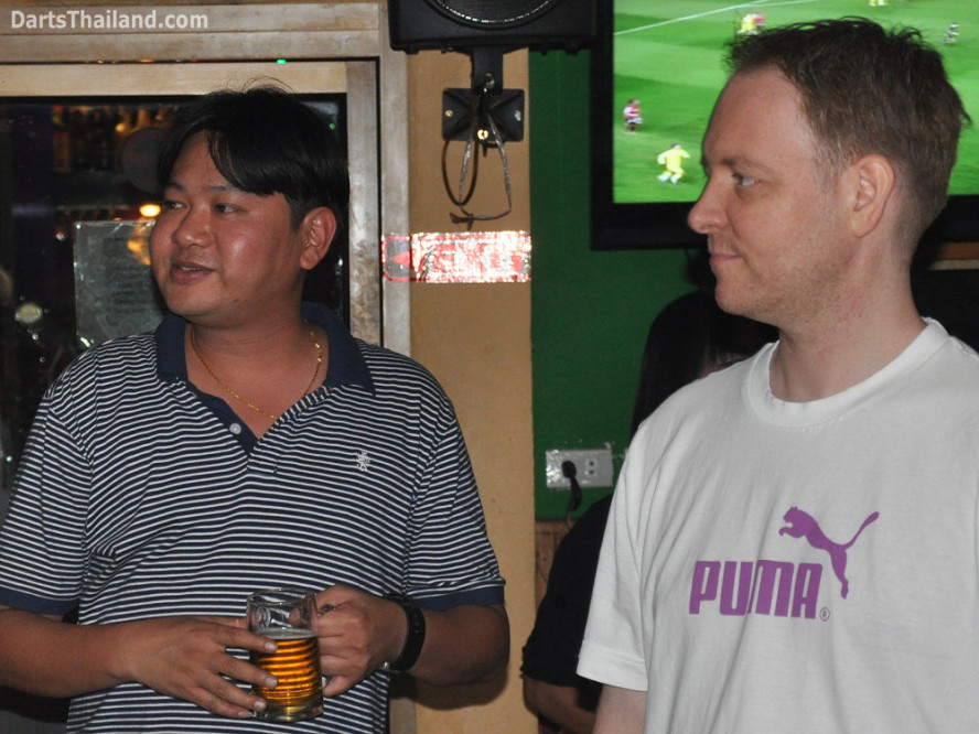 dt1843_matt_trond_darts_knockout_moonshine_sukhumvit_soi_22_bangkok