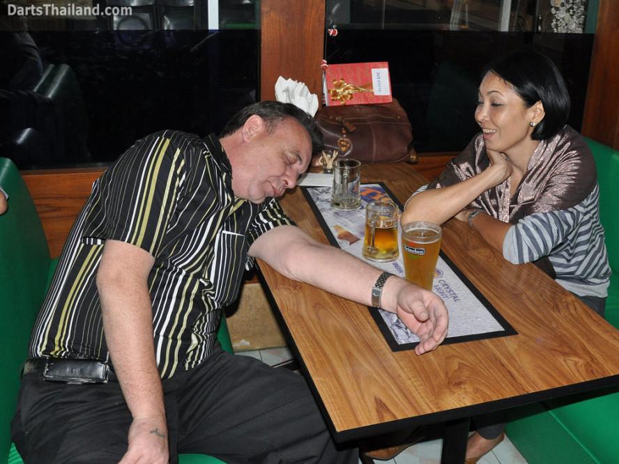 dt1846_kenny_ktd_sorn_darts_knockout_moonshine_sukhumvit_soi_22_bangkok