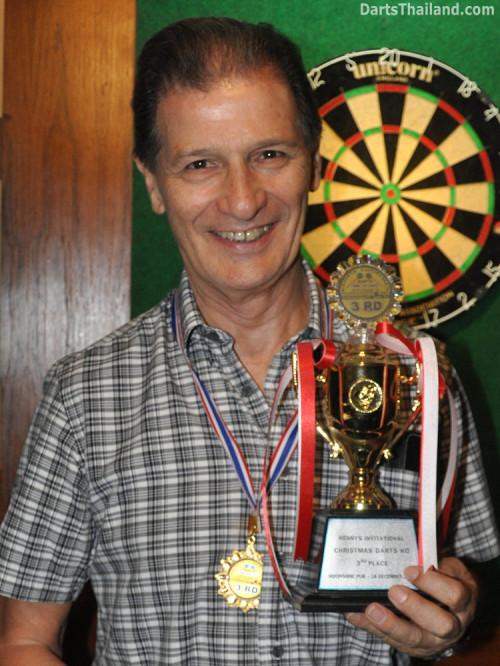 dt1848_jim_trophy_winner_darts_knockout_moonshine_sukhumvit_soi_22_bangkok