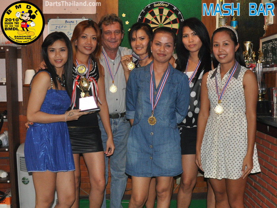 dt1856_mash_bar_bmdl_bangkok_mickey_mouse_darts_league_moonshine_sukhumvit_soi_22