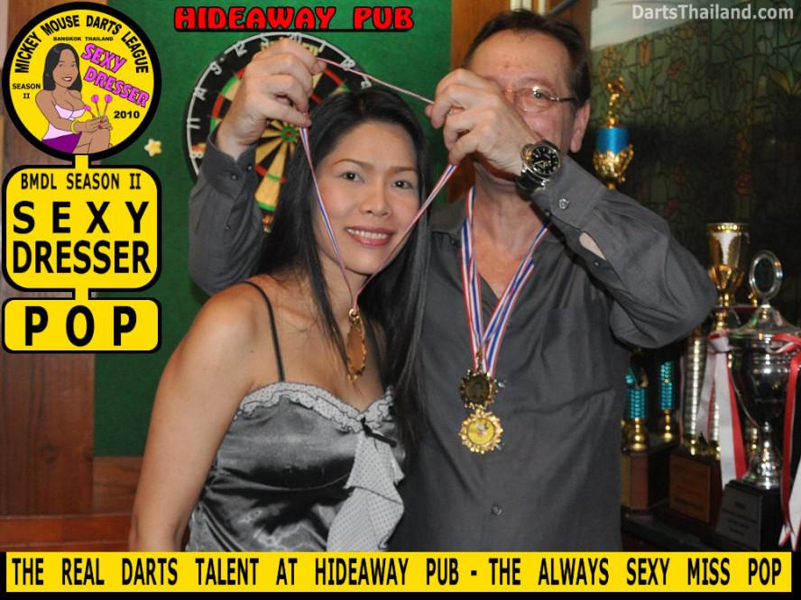 dt1866_pop_sexy_hideaway_pub_bmdl_bangkok_mickey_mouse_darts_league_moonshine_sukhumvit_soi_22