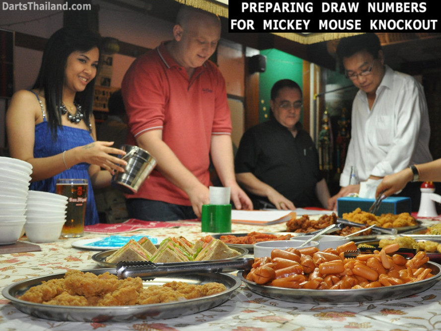 dt1868_nit_keiran_jeff_adul_bmdl_bangkok_mickey_mouse_darts_league_moonshine_sukhumvit_soi_22
