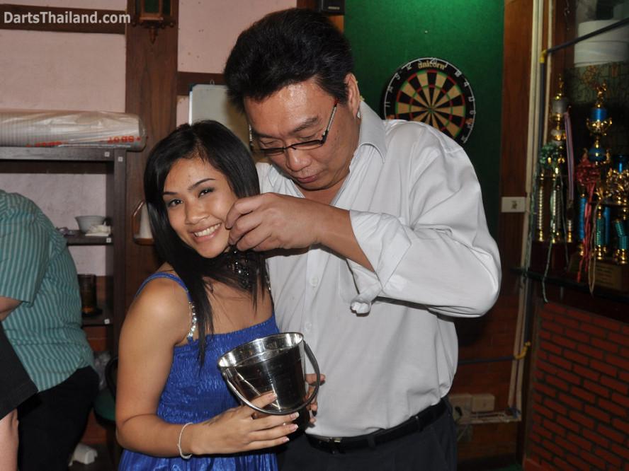 dt1870_nit_adul_bmdl_bangkok_mickey_mouse_darts_league_moonshine_sukhumvit_soi_22