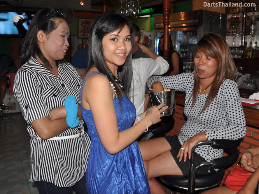 dt1874_nit_ja_52_bar_bmdl_bangkok_mickey_mouse_darts_league_moonshine_sukhumvit_soi_22