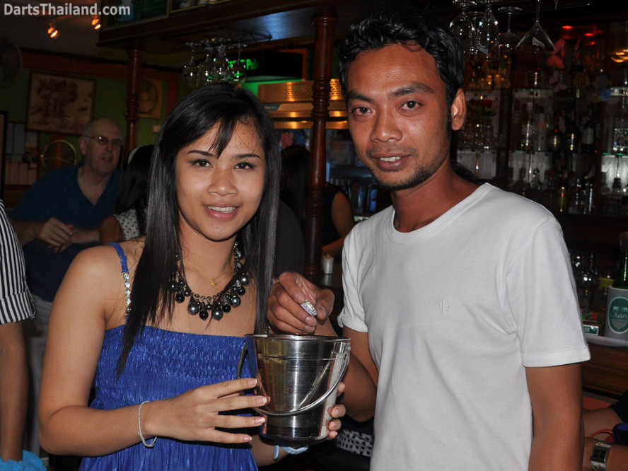 dt1876_nit_a_52_bar_bmdl_bangkok_mickey_mouse_darts_league_moonshine_sukhumvit_soi_22