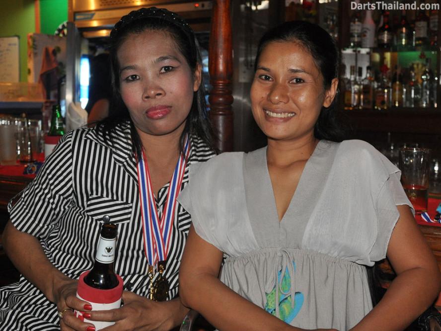 dt1887_on_52_bar_bmdl_bangkok_mickey_mouse_darts_league_moonshine_sukhumvit_soi_22