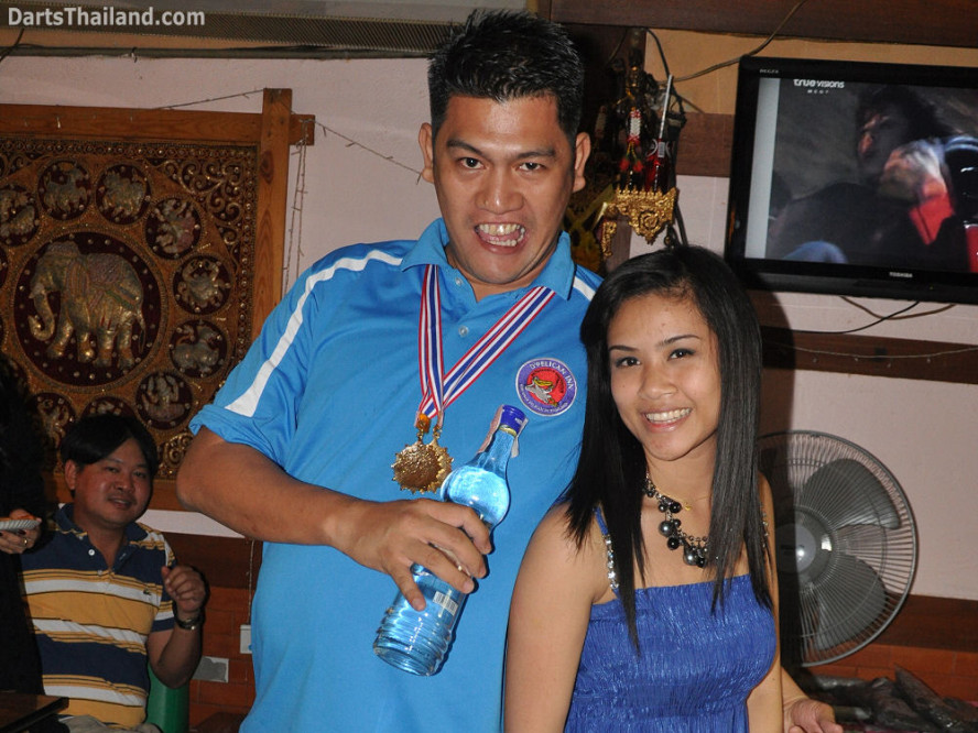 dt1891_draught_beer_sexy_bmdl_bangkok_mickey_mouse_darts_league_moonshine_sukhumvit_soi_22