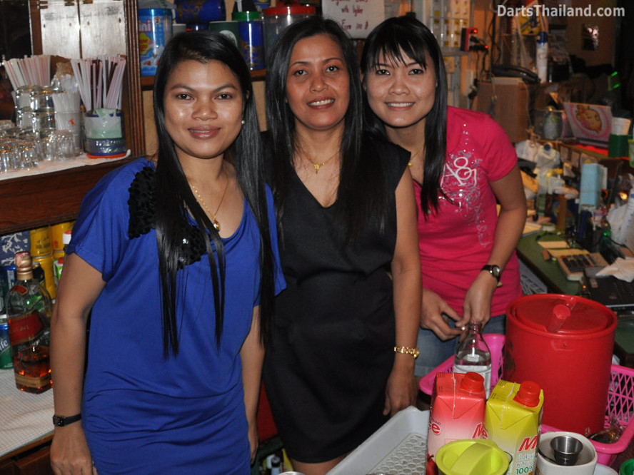 dt1901_bee_queen_park_plaza_bmdl_bangkok_mickey_mouse_darts_league_moonshine_sukhumvit_soi_22