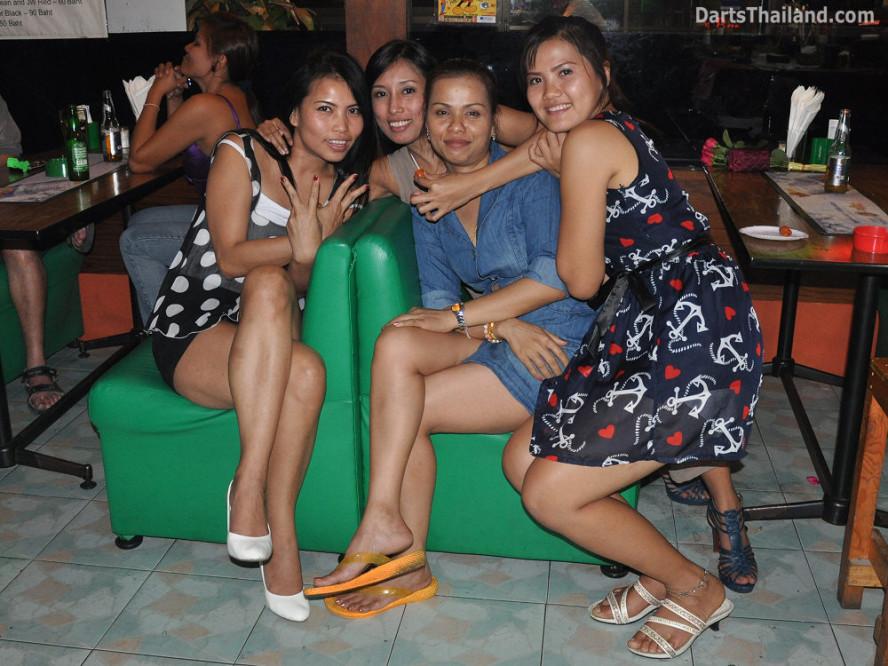 dt1905_queen_park_plaza_bmdl_bangkok_mickey_mouse_darts_league_moonshine_sukhumvit_soi_22