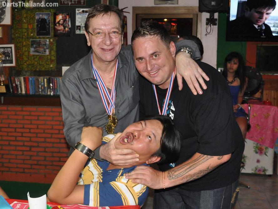 dt1906_jack_matt_drunk_bmdl_bangkok_mickey_mouse_darts_league_moonshine_sukhumvit_soi_22