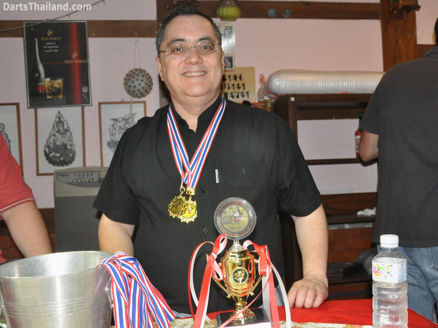 dt1913_jeff_trophy_bmdl_bangkok_mickey_mouse_darts_league_moonshine_sukhumvit_soi_22