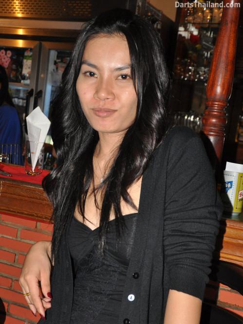 dt1926_aey_sexy_darter_bmdl_bangkok_mickey_mouse_darts_league_moonshine_sukhumvit_soi_22