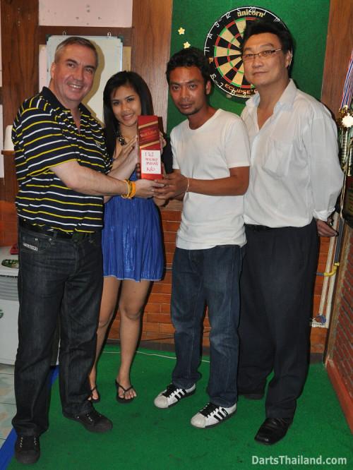 dt1928_queens_park_plaza_bmdl_bangkok_mickey_mouse_darts_league_moonshine_sukhumvit_soi_22
