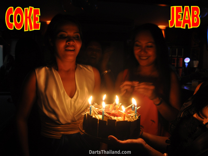 dt1982_jeab_coke_birthday_cake_corner_bar_queens_park_plaza_sukhumvit_soi_22_bangkok