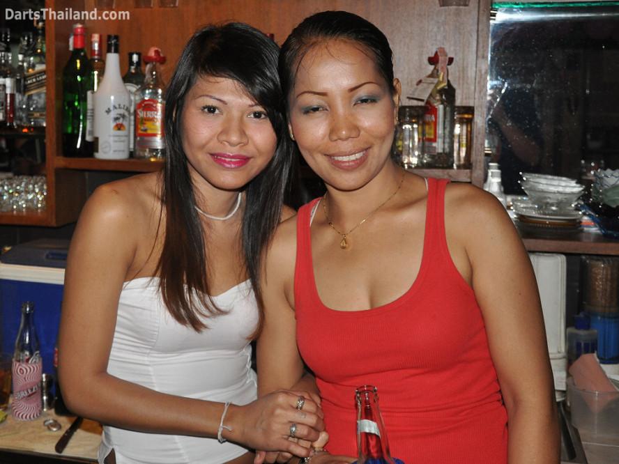 dt1983_sexy_darts_ban_corner_bar_queens_park_plaza_sukhumvit_soi_22_bangkok