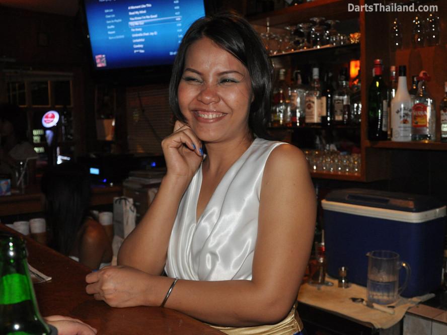 dt1985_sexy_darts_coke_corner_bar_queens_park_plaza_sukhumvit_soi_22_bangkok