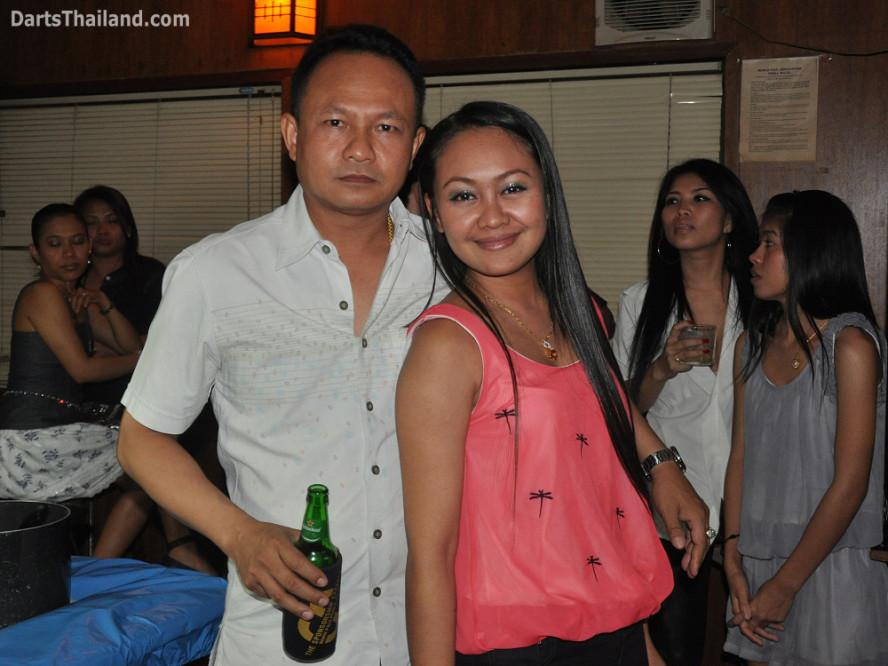 dt1986_sexy_darts_jeab_corner_bar_queens_park_plaza_sukhumvit_soi_22_bangkok