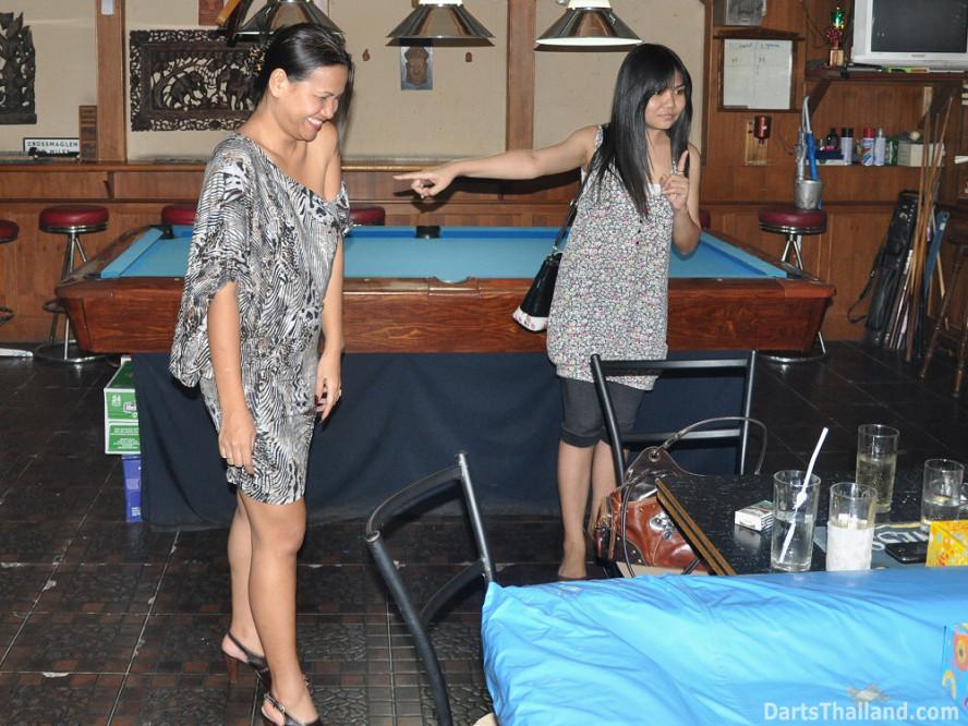dt2006_lsdl_corner_bar_sukhumvit_soi_22_corner_bar_queens_park_plaza_bangkok
