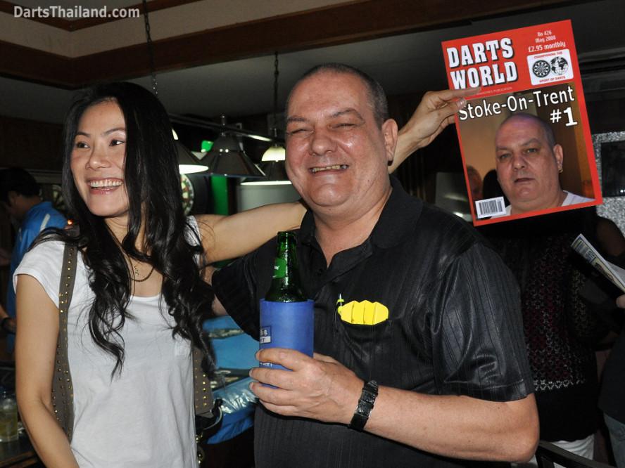 dt2031_harry_stoke_trent_darts_pro_charinee_52_bar_sukhumvit_soi_22_bangkok