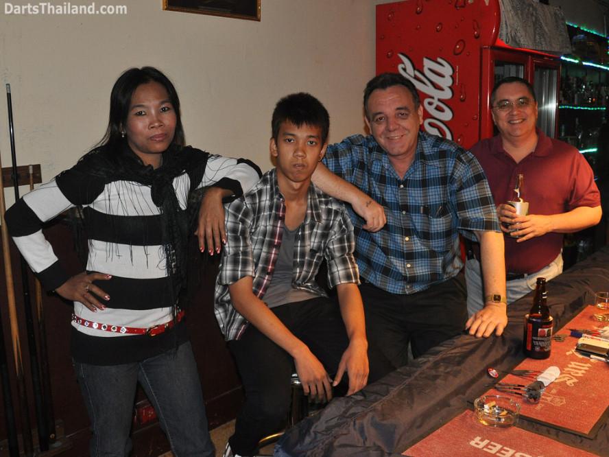 dt2045_yorkshire_tri_bar_darts_knockout_52_aloha_corner_sukhumvit_soi_22_bangkok