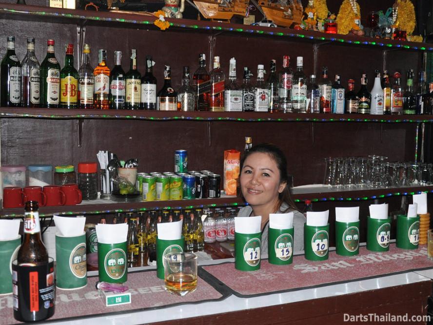dt2050_booze_yorkshire_tri_bar_darts_knockout_52_aloha_corner_sukhumvit_soi_22_bangkok