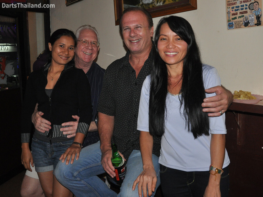 dt2051_miss_on_noi_yorkshire_tri_bar_darts_knockout_52_aloha_corner_sukhumvit_soi_22_bangkok