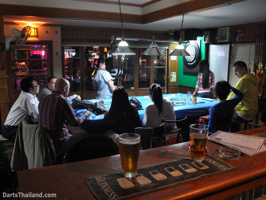 dt2055_yorkshire_tri_bar_darts_knockout_52_aloha_corner_sukhumvit_soi_22_bangkok