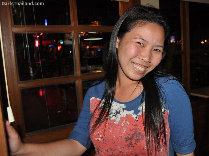 dt2058_yorkshire_tri_bar_darts_knockout_52_aloha_corner_sukhumvit_soi_22_bangkok
