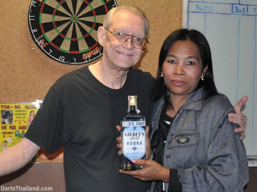 dt2090_cw_yorkshire_tri_bar_darts_knockout_52_aloha_corner_sukhumvit_soi_22_bangkok