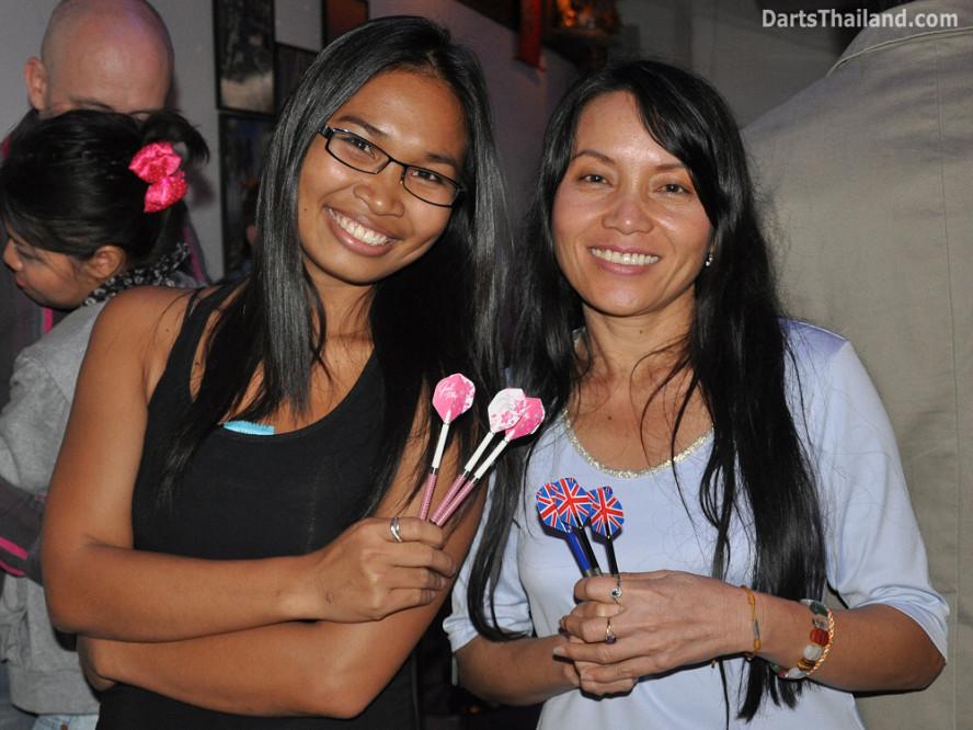 dt2093_tum_sai_yorkshire_tri_bar_darts_knockout_52_aloha_corner_sukhumvit_soi_22_bangkok
