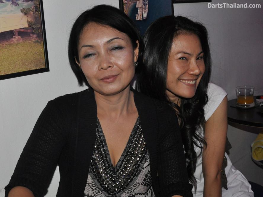dt2095_sorn_charinee_yorkshire_tri_bar_darts_knockout_52_aloha_corner_sukhumvit_soi_22_bangkok