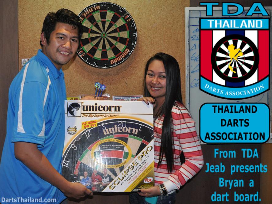 dt2119_bryan_jeab_tda_yorkshire_tri_bar_darts_knockout_52_aloha_corner_sukhumvit_soi_22_bangkok