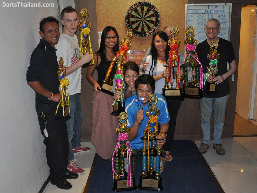 dt2120_trophy_winners_yorkshire_tri_bar_darts_knockout_52_aloha_corner_sukhumvit_soi_22_bangkok