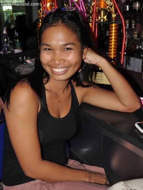 dt2133_sexy_tum_yorkshire_tri_bar_darts_knockout_52_aloha_corner_sukhumvit_soi_22_bangkok