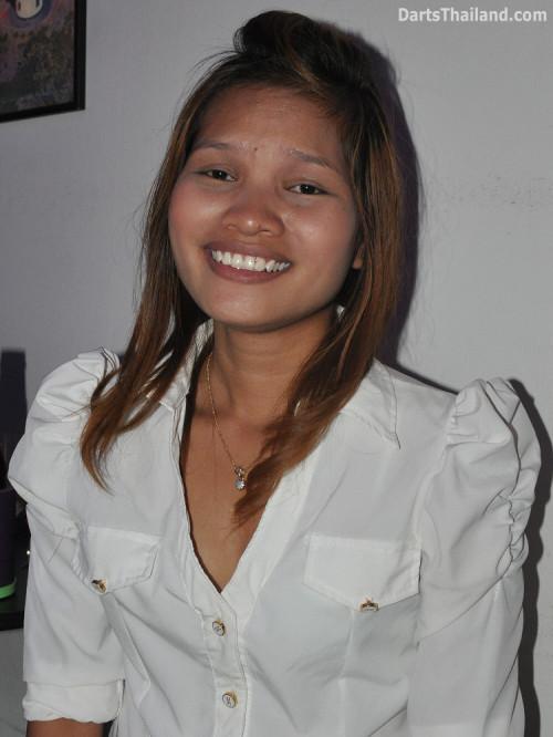 dt2137_sexy_sai_yorkshire_tri_bar_darts_knockout_52_aloha_corner_sukhumvit_soi_22_bangkok