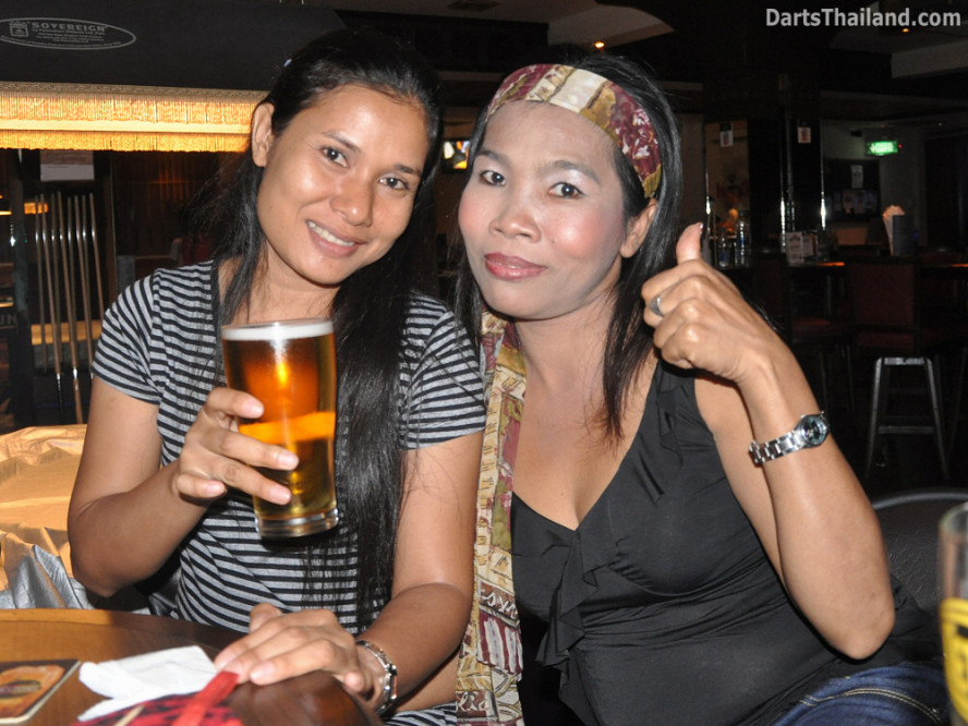 dt2216_miss_on_bidl_bangkok_international_darts_league_tda_thailand_association