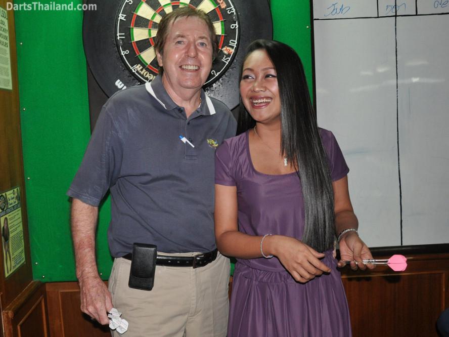 dt2221_silver_dollar_ned_jeab_lsdl_lower_sukhumvit_darts_league_soi_22_corner_bar