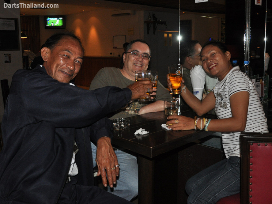 dt2243_pisuth_jeff_giffy_bidl_bangkok_international_darts_league_tda_thailand_association