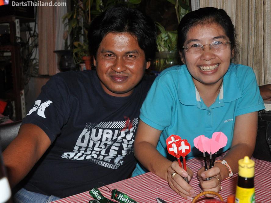 dt2280_pak_noi_domino_bmdl_bangkok_mickey_mouse_darts_league_sukhumvit_soi_11