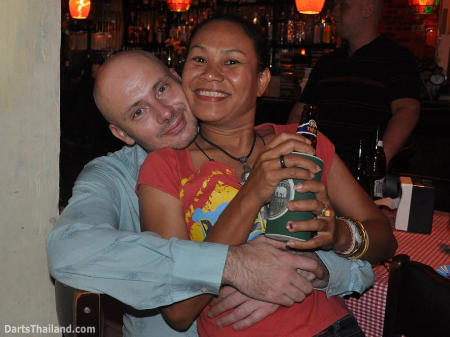 dt2281_david_giffy_domino_bmdl_bangkok_mickey_mouse_darts_league_sukhumvit_soi_11