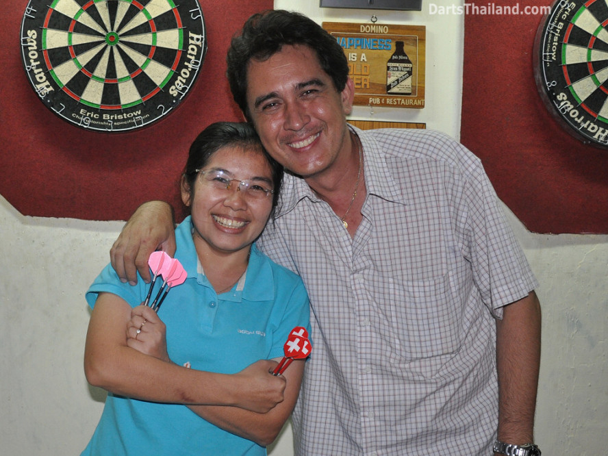 dt2284_sam_noi_domino_bmdl_bangkok_mickey_mouse_darts_league_sukhumvit_soi_11