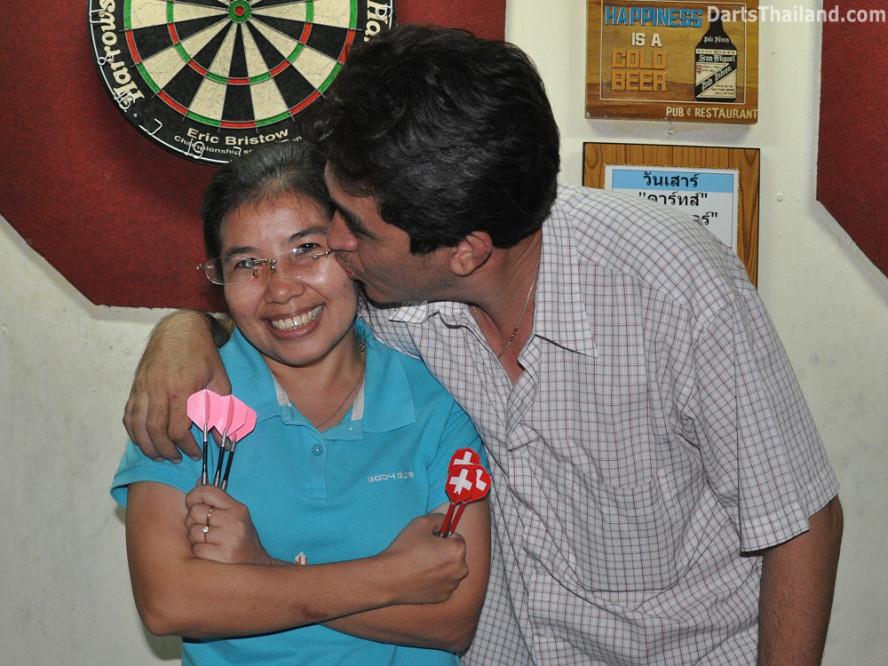 dt2285_sam_noi_domino_bmdl_bangkok_mickey_mouse_darts_league_sukhumvit_soi_11
