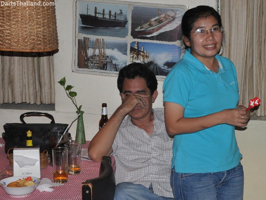 dt2291_sam_noi_domino_bmdl_bangkok_mickey_mouse_darts_league_sukhumvit_soi_11