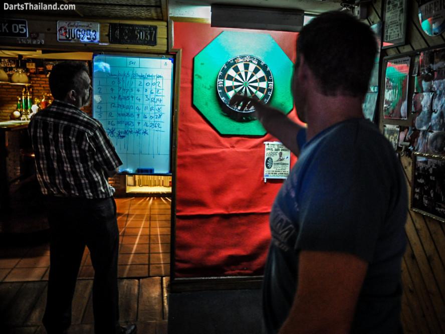 kennys_darts_yorkshire_style_bangkok_thailand_sukhumvit_22_newcowboy_bar_99b