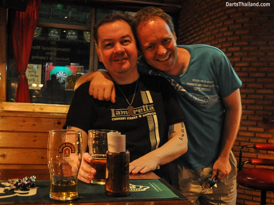 kennys_darts_yorkshire_style_bangkok_thailand_sukhumvit_22_newcowboy_bar_99c